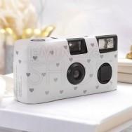 Macchinetta fotografica usa e getta bianca con cuori argento