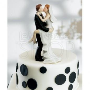 Cake topper con sposi abbracciati