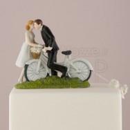 Cake topper con sposi in bicicletta