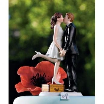 Cake topper con bacio tra sposini
