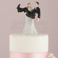 Cake topper sposo in braccio alla sposa