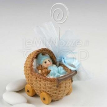 Bomboniera con bimbo in culla con 3 confetti