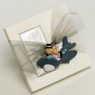 Calamita a forma di sposi in aereo + 2 cioccolatini