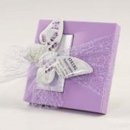 Calamita a forma di farfalla lilla con 2 cioccolatini