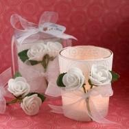 Porta candela con rose bianche di stoffa
