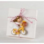 Calamita bimba con bici + 3 confetti cioccolato