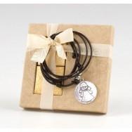 Collanina con medaglia che raffigura un angelo e 2 cioccolatini