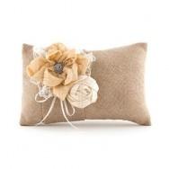 Cuscino portafedi dallo stile romantic chic