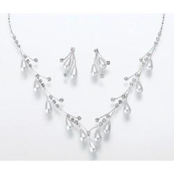 Set di orecchini e collana con perle a goccia