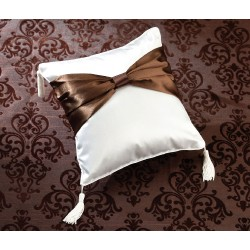 Cuscino portafedi con fiocco marrone