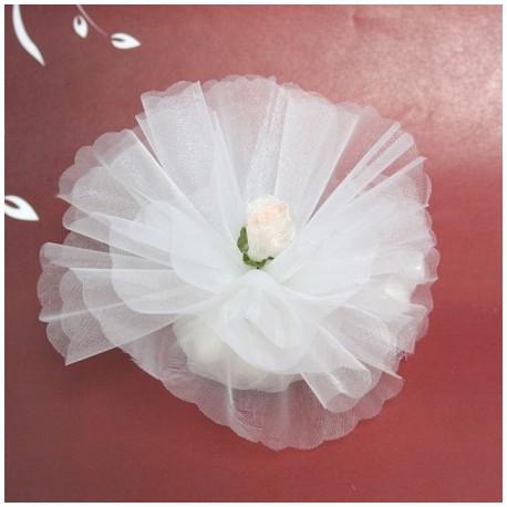 Bomboniera bianca con fiore in organza di color pesca e bianco