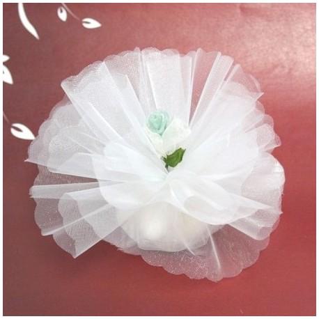 Bomboniera bianca con fiore in organza colore verde menta e bianco