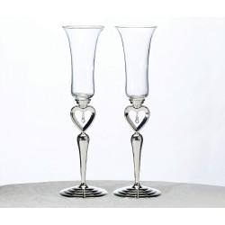 Bicchieri con gioielli pendenti