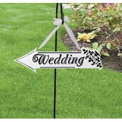 Elegante segnale a forma di freccia con scritta wedding