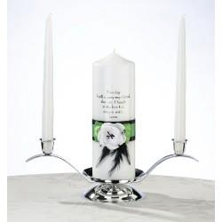 Candela bianca con nastro verde e nero e fiore bianco