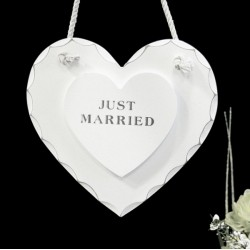 Cuore pendente in legno con scritta Just Married