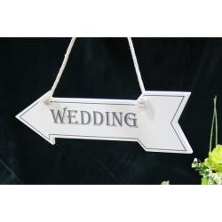 Segnale a forma di freccia con scritta wedding