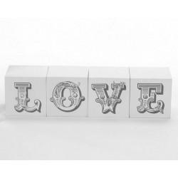 Scritta LOVE in blocchi