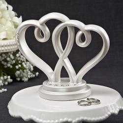 Cake topper con due eleganti cuori incrociati bianchi