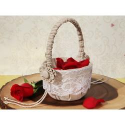 Cestino porta petali in stile rustico con fiore