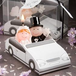 Candela con sposi in macchina